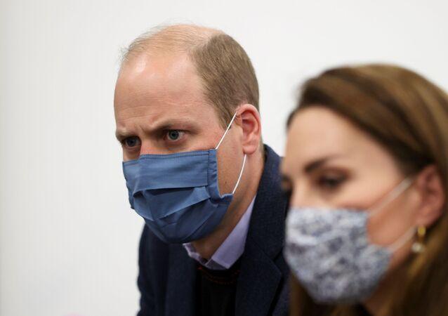الأمير البريطاني ويليام وزوجته كيت ميدلتون يرتدون الكمامات الطبية للوقاية من فيروس كورونا المستجد