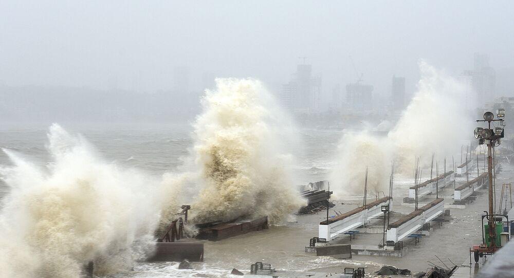 إعصار قوي تاوكتاي يضرب مومباي، الهند 17 مايو 2021
