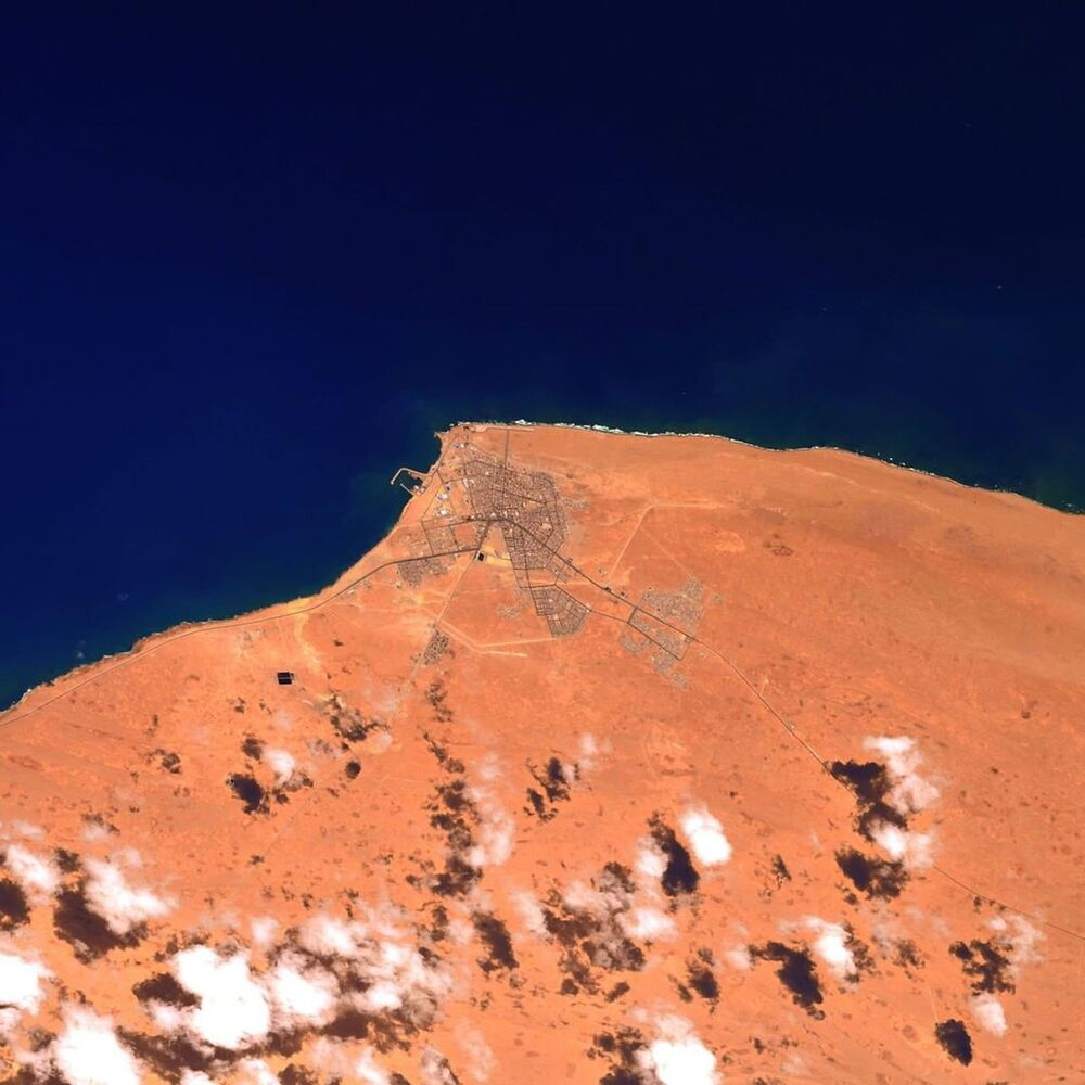 صورة الساحل الشمالي الغربي لأفريقيا، التقطها رائد فضاء وكالة الفضاء الأوروبية توماس بيسكيه