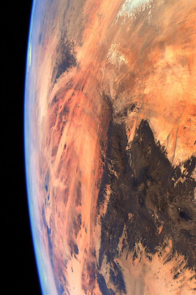 منظر يطل على عين الصحراء