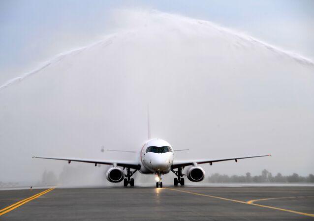 طائرة ريد وينغز تهبط في مطار قازان