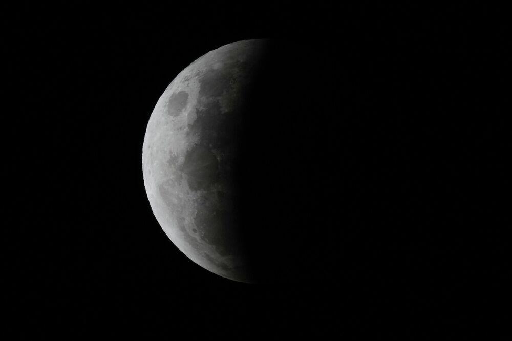 خسوف القمر العملاق في سيدني، أستراليا 26 مايو 2021