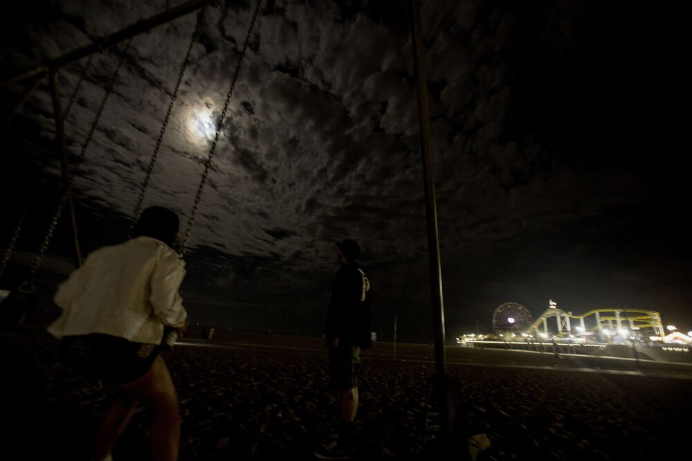 خسوف القمر العملاق في كاليفورنيا، الولايا ت المتحدة الأمريكية 26 مايو 2021