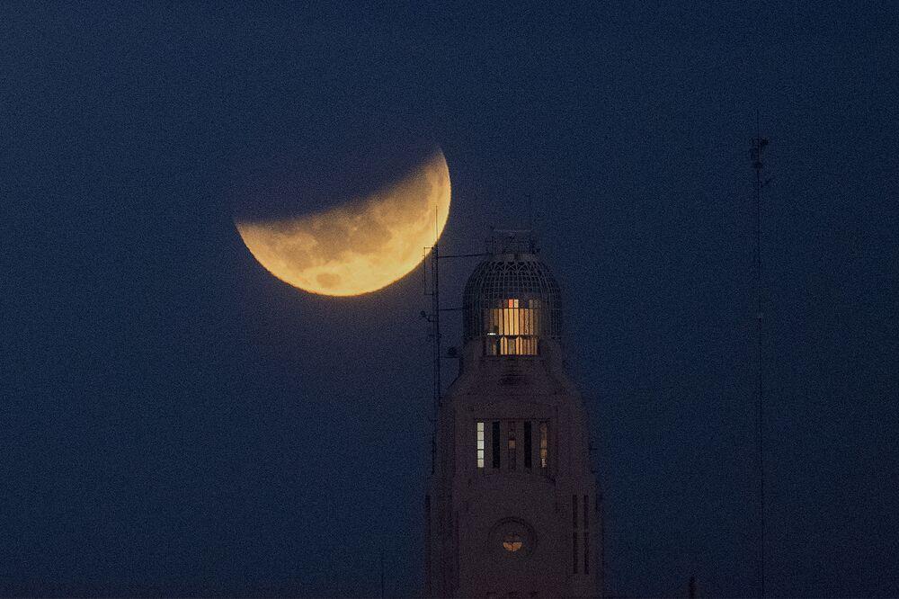 خسوف القمر العملاق في الأوروغواي، 26 مايو 2021