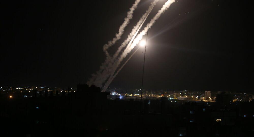 فصائل المقاومة الفلسطينية تطلق الصواريخ