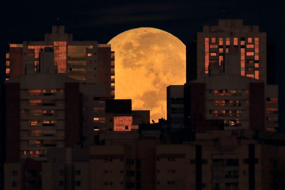 خسوف كلي للقمر العملاق في البرازيل، البرازيل 26 مايو 2021