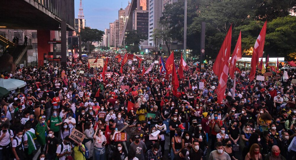 احتجاجات البرازيل ضد الحكومة بسبب كورونا