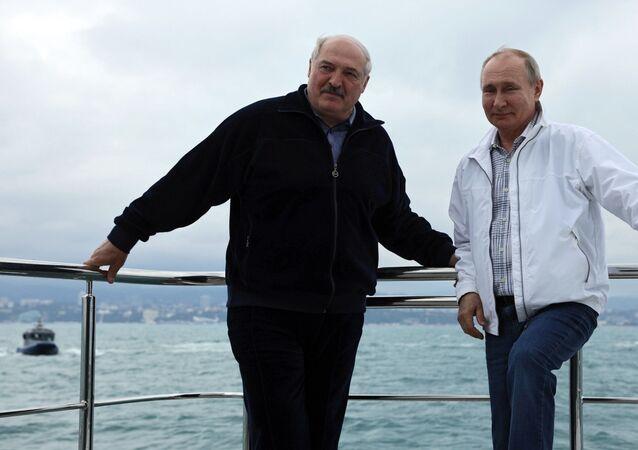 بوتين و لوكاشينكو في رحلة بحرية