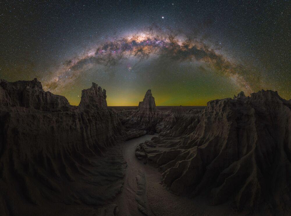 صورة بعنوان دراغون لاير (أستراليا)، للمصور دانيال توماس غام، الحاصلة على جائزة مسابقة تصوير مجرة درب التبانة لعام 2021