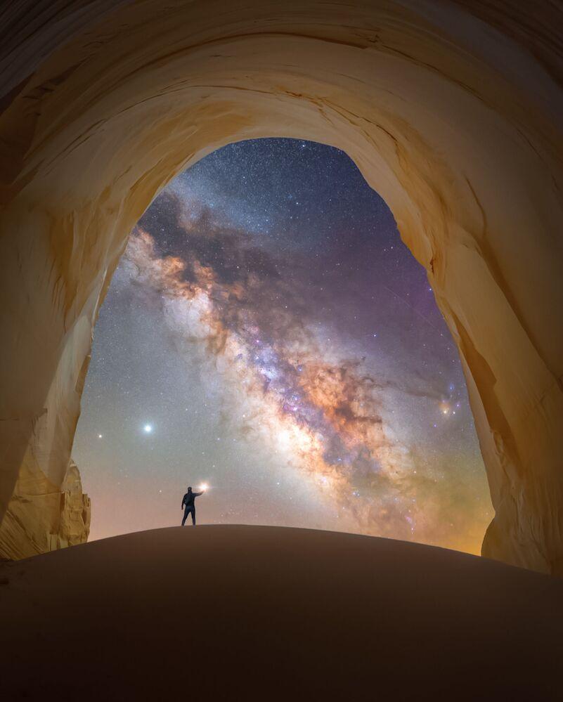 صورة بعنوانغرفة الضوء، للمصور سبينسر ويلينغ، الحاصلة على جائزة مسابقة تصوير مجرة درب التبانة لعام 2021