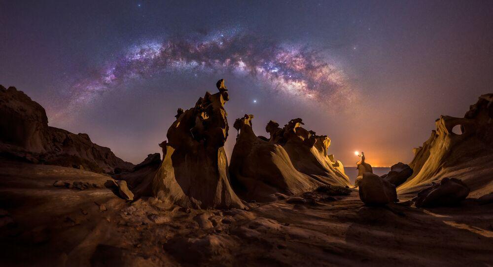صورة بعنواننايت لافرز (عشاق الليل، في الخليج العربي)، للمصور محمد حياتي، الحاصلة على جائزة مسابقة تصوير مجرة درب التبانة لعام 2021