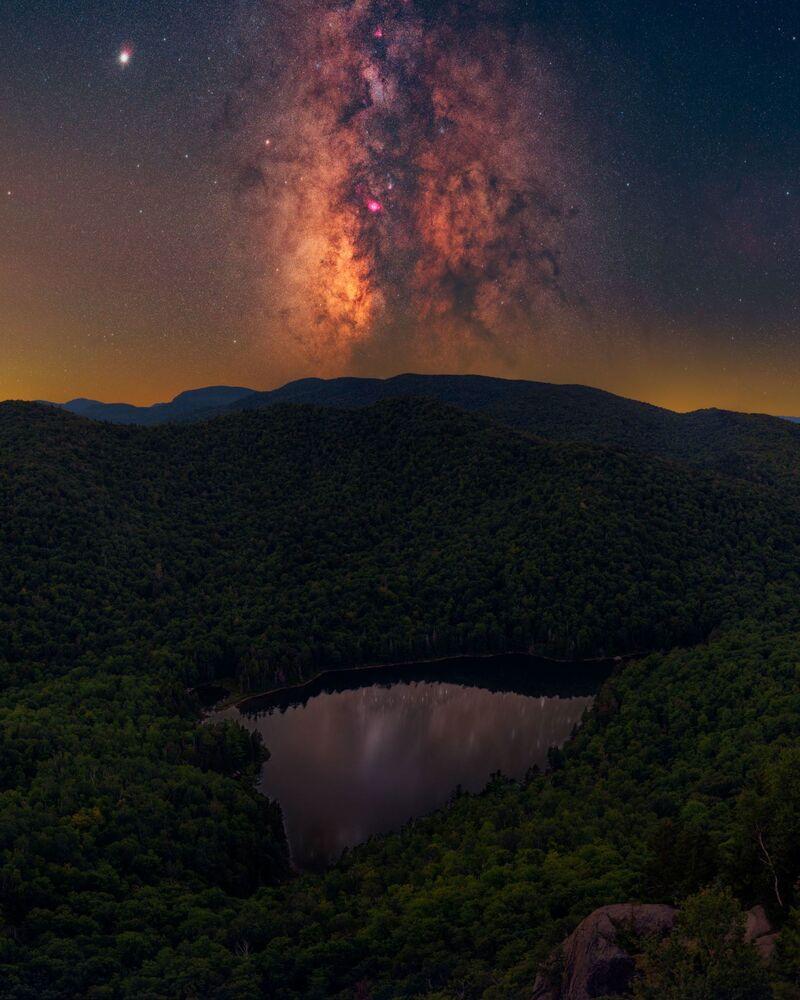 صورة بعنوان ADK Magic، للمصور دانيال شتين، الحاصلة على جائزة مسابقة تصوير مجرة درب التبانة لعام 2021
