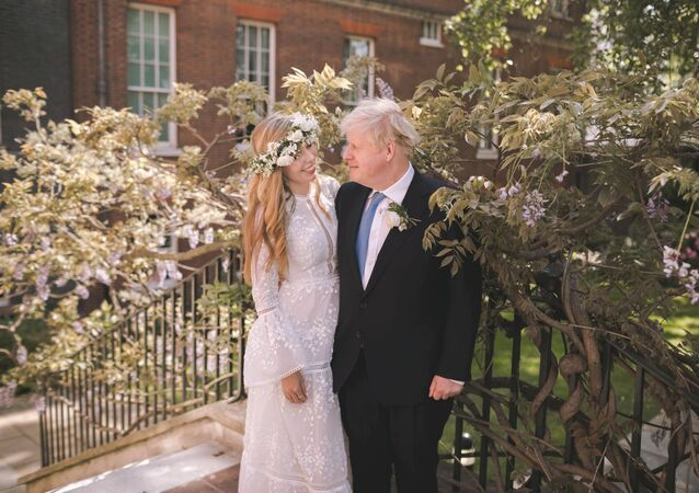 رئيس وزراء بريطانيا، بوريس جونوسن وعروسه كاري سيموندس