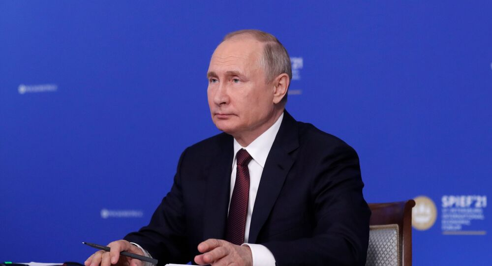 الرئيس الروسي فلاديمير بوتين خلال المنتدى الاقتصادي الدولي سانت بطرسبورغ 2021