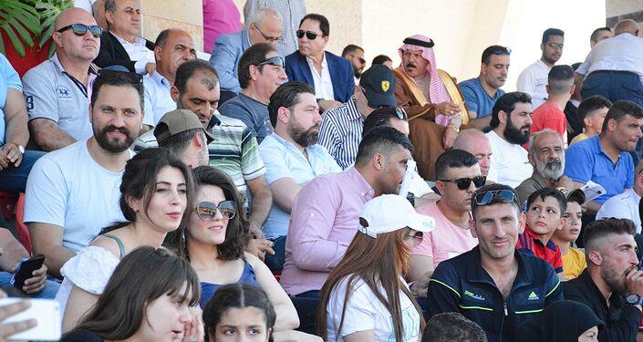 صور للمتفرجين من مسابقة الخيول العربية الأصيلة في سوريا في اللاذقية