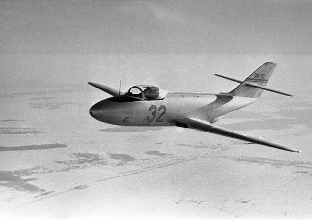 طائرة التدريب ياك-32