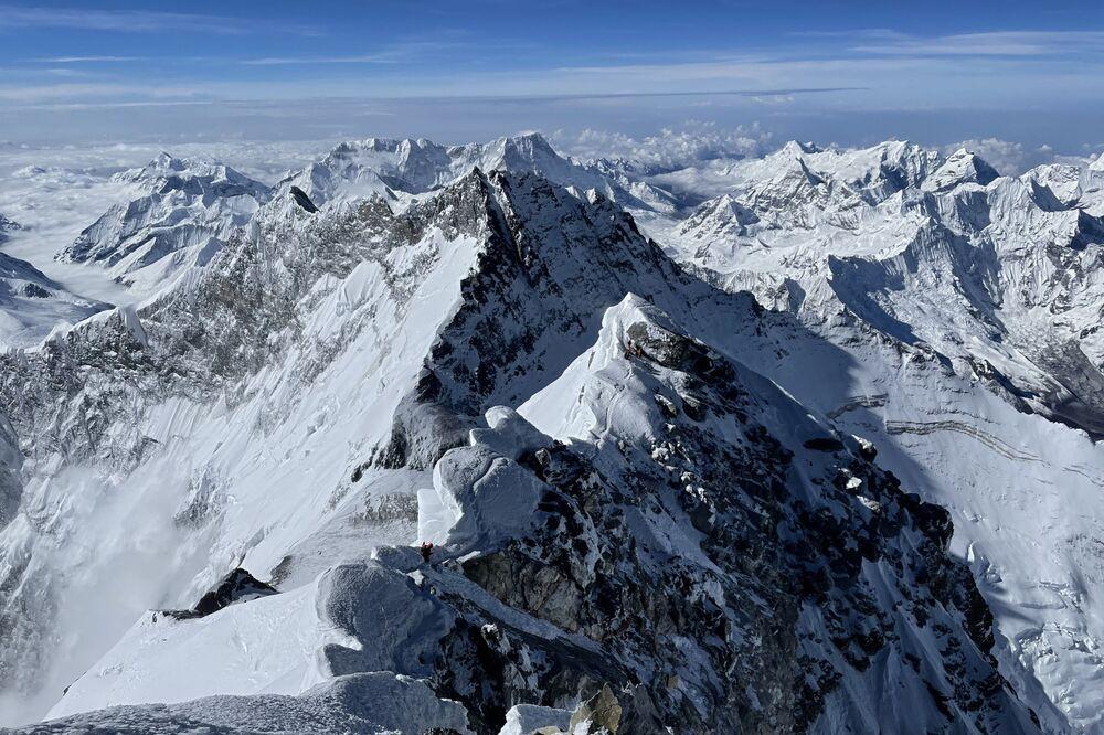 جبال هيمالايا من أعلى قمة جبل إفرست