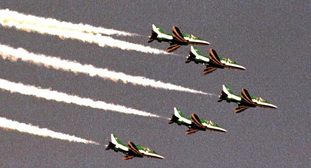 طائرات حربية سعودية تحلق