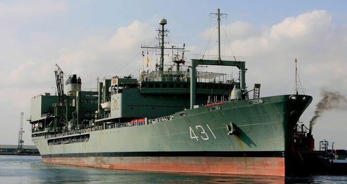 سفينة دعم تابعة للأسطول الحربي الإيراني أثناء مشاركتها في مهمة عسكرية