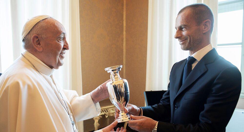 لقاء البابا فرانسيس وألكسندر تشيفرين قبل بطولة يورو 2020