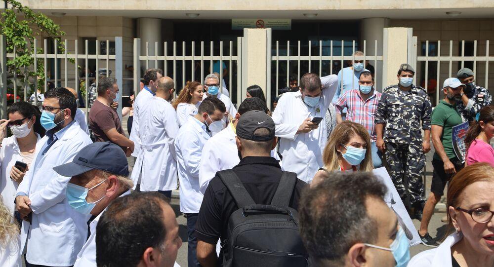 منظمة القمصان البيض تعتصم أمام وزارة الصحة اللبنانية في 11 يونيو/ حزيران 2021