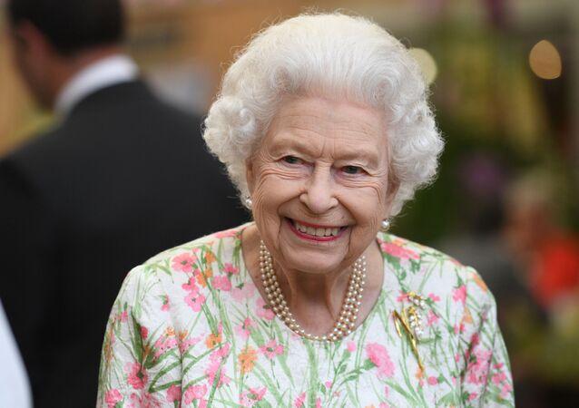ملكة بريطانيا إليزابيث الثانية في قمة مجموعة السبع