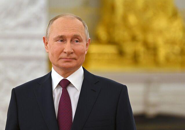 الرئيس الروسي فلاديمير بوتين خلال حفل تقديم الجوائز والميداليات الذهبية بطل العمل في روسيا الاتحادية في الكرملين 12 يونيو/ حزيران 2021