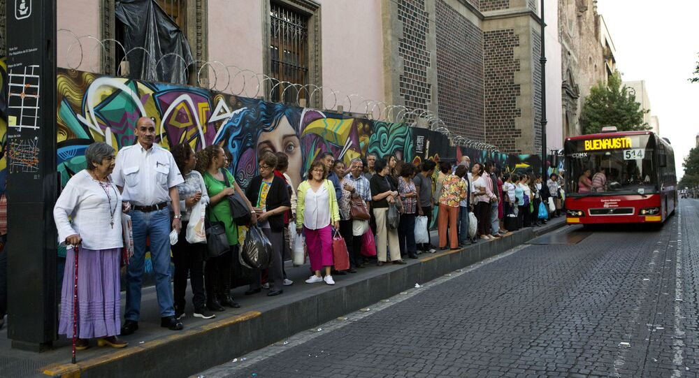 حافلة نقل سريع في مكسيكو سيتي