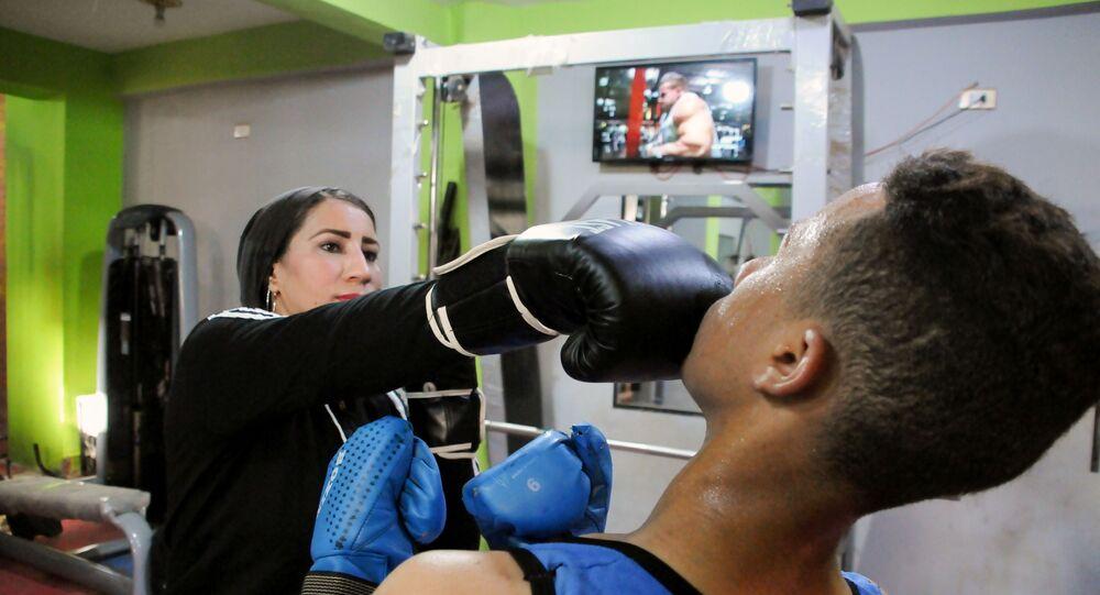 صباح عبد الحليم صقر، امرأة تدرب الرجال على الملاكمة في صعيد مصر