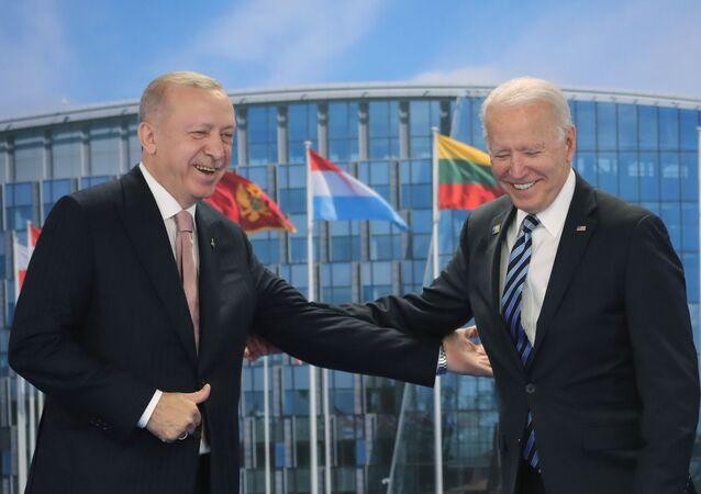 الرئيس الأمريكي جو بايدن خلال لقاء مع الرئيس التركي رجب طيب أردوغان في بروكسل