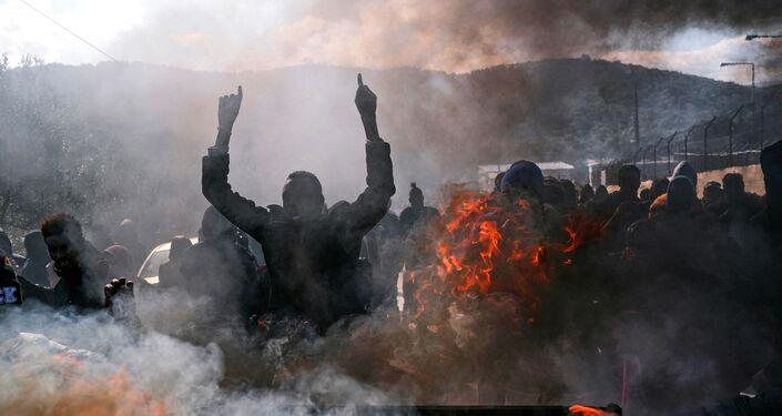 أعمال شغب في جزيرة ليسبوس اليونانية بعد مقتل لاجئ يبلغ من العمر 20 عامًا