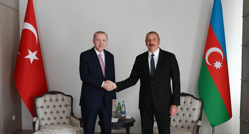 الرئيس التركي رجب طيب أردوغان والرئيس الأذربايجاني إلهام علييف خلال لقاء في باكو