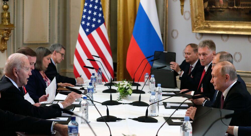 الجلسة الموسعة من المفاوضات بين بوتين وبايدن في جنيف