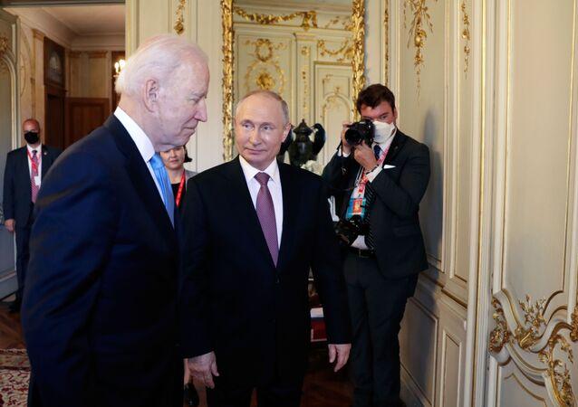 بوتين وبايدن ينهيان جلسة مباحثات مصغرة استمرت نحو ساعتين
