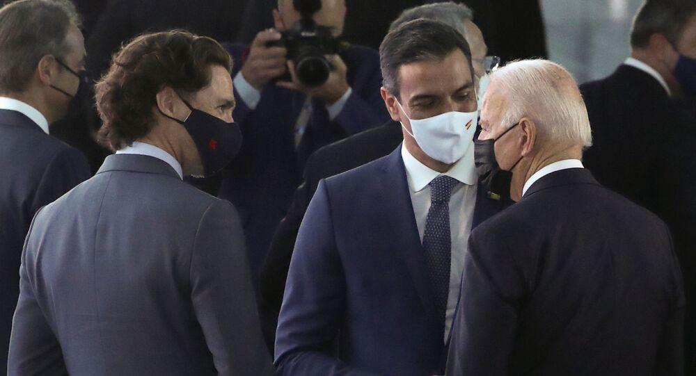 الرئيس الأمريكي جو بايدن، ورئيس الوزراء الإسباني بيدرو سانشيز، ورئيس الوزراء الكندي جاستن ترودو خلال قمة الناتو في مقر الحلف، في بروكسل، بلجيكا في 14 يونيو/ حزيران 2021