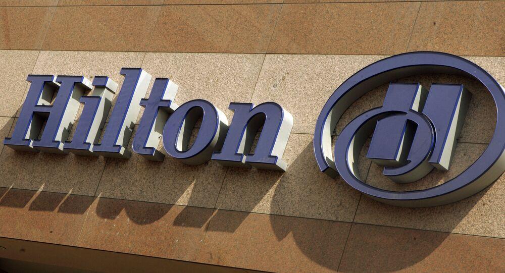 يظهر شعار شركة هيلتون على فندق هيلتون في لونج بيتش ، كاليفورنيا ، الثلاثاء 31 يوليو 2007.