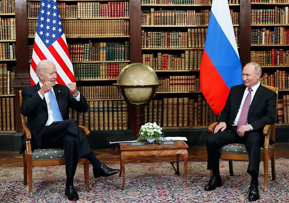فلاديمير بوتين و جو بايدن في  فيلا لا غرانج في جنيف