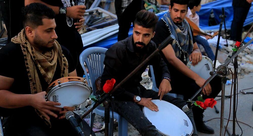 موسيقى وشعر وغناء بين أنقاض الأبنية في غزة