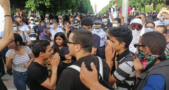 مسيرة في تونس للاحتجاج على قمع الشرطة
