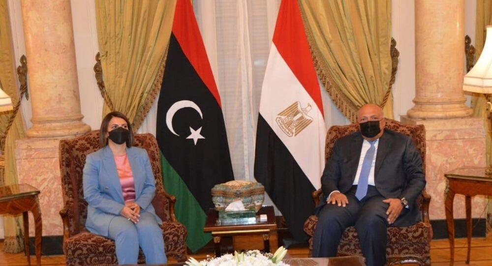 وزيرة الخارجية الليبية نجلاء المنقوش ووزير الخارجية المصري سامح شكري