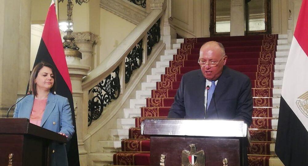 وزيرا الخارجية المصري سامح شكري والليبية نجلاء المنقوش