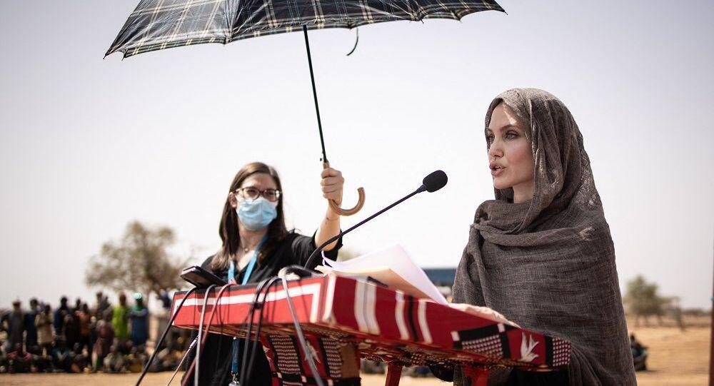 أنجلينا جولي في بوركينا فاسو