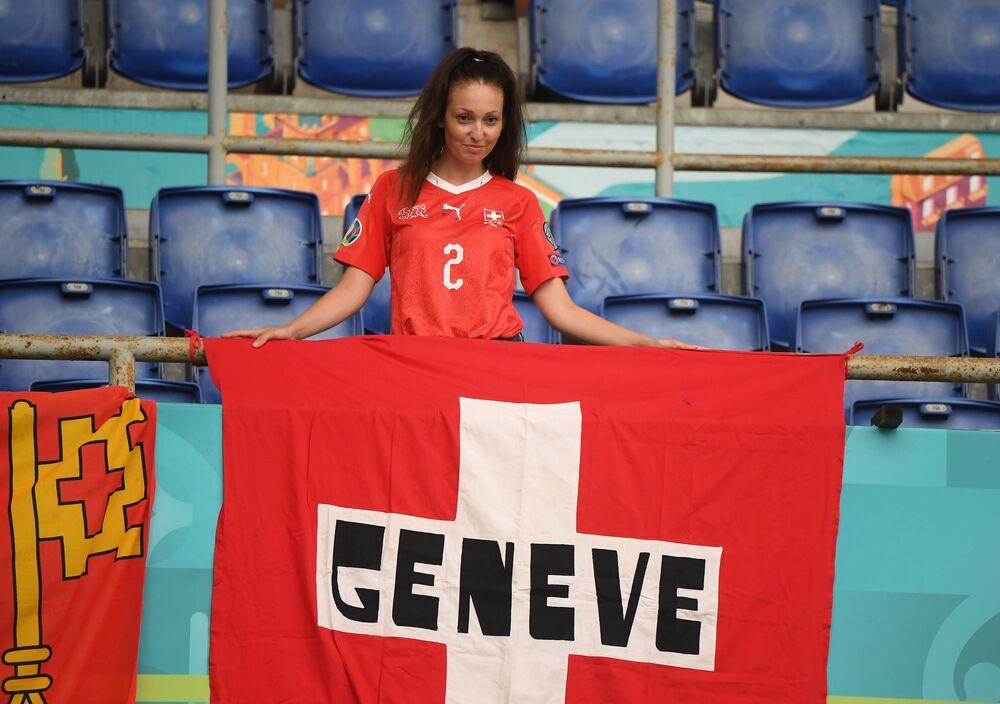 مشجعة المنتخب السويسري