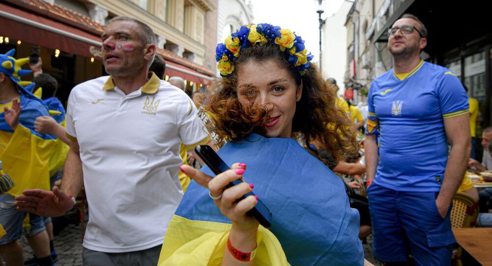 مشجعة المنتخب الأوكراني