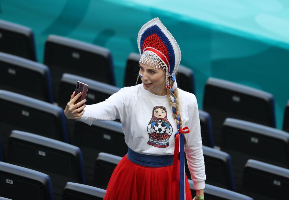 مشجعة المنتخب الروسي