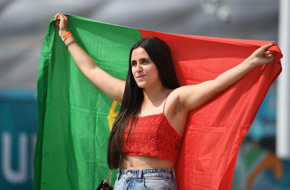 مشجعة المنتخب البرتغالي