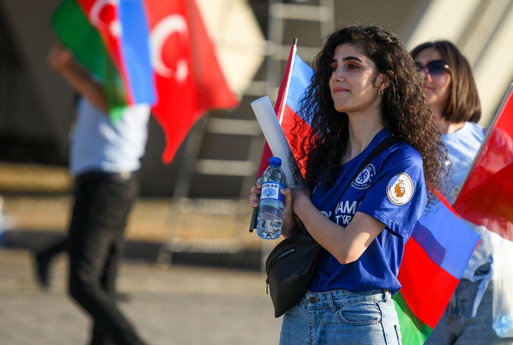 مشجعة المنتخب التركي