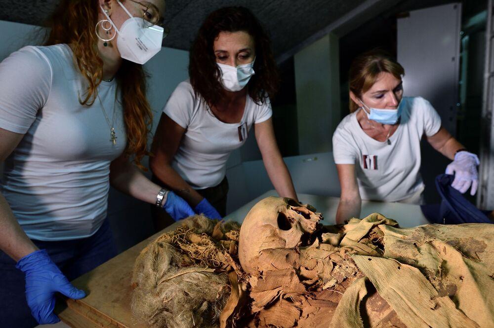 مومياء مصرية في بيرغامو، إيطاليا