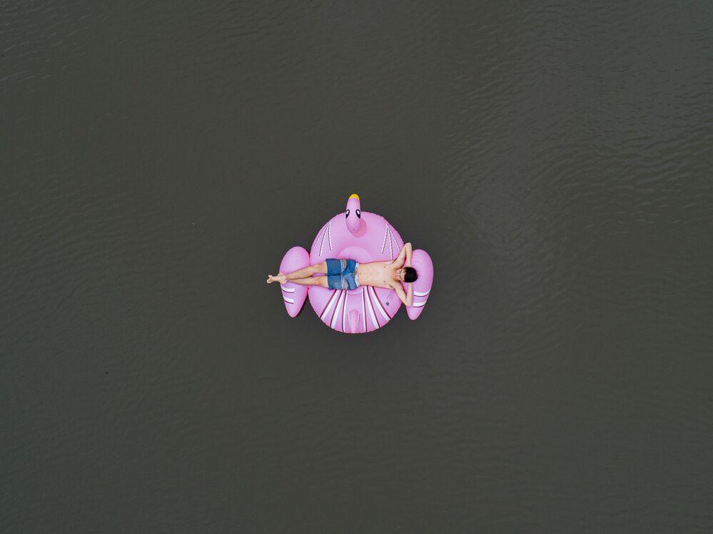 صورة بعنوان نهر الأرض المحروقة (أستراليا)، للمصور السويسري تود كينيدي، المرشح عن فئة بورتريه قصة، من مسابقة التصوير الدولية أفضل مصور البورتريه للعام 2021