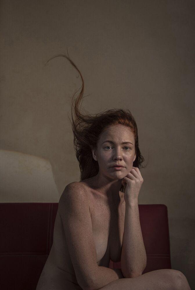 صورة بعنوان بون ماري، للمصور الأسترالي بريان كاسي، الفائز بالمركز الثالث في فئة طرح سؤال، من مسابقة التصوير الدولية أفضل مصور البورتريه للعام 2021